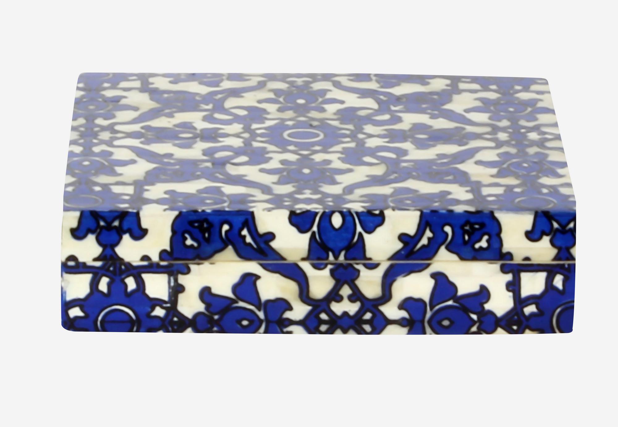 Caja taj color blanco y azul