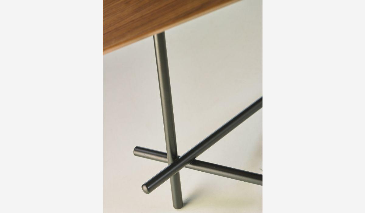 Boma corner table