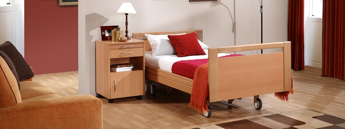 ambiente-cama-geriatrico-carro-elevador-azul-electrico-750x321